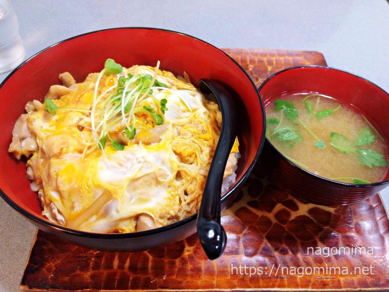 【武蔵境】巴屋の親子丼ともつ煮込みセット